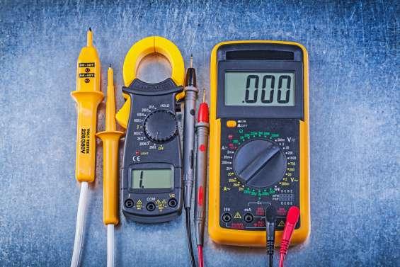 Tecnicos en multimetros pinzas amperimetricas e inversores de voltaje